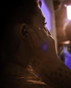 image femme j-ears bijou protection auditive par audioprothesiste